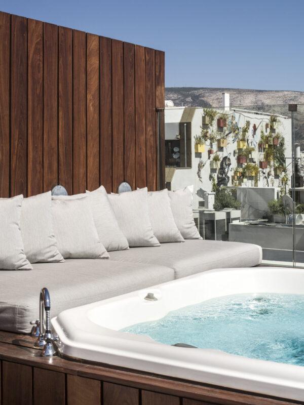Penthouse Suite Jacuzzi_2