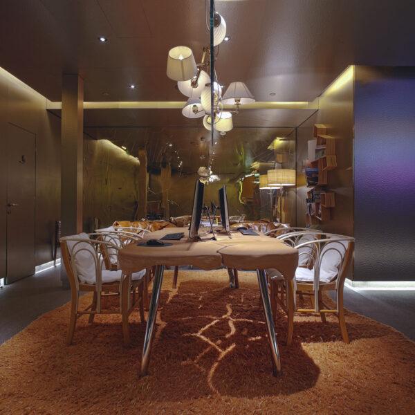 Lamp Screen Business Floor